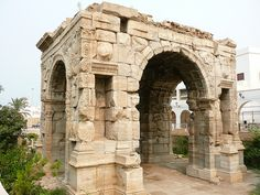 The Arch of Marcus Aurelius    Dating from 164AD, this used to be the grand entrance to the ancient city of Oea.