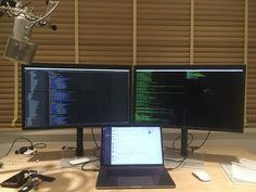 Apple LG 5K screens and MacBook Pro with Touchbar and Jeti Blue mic