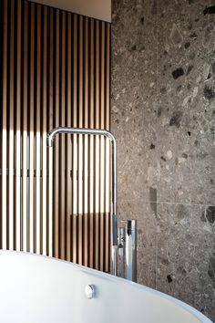 Bathroom by Charlotte Pattyn - Ceppo Di Gre walls by Hullebusch