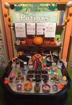 Easy Diy Garden Projects You'll Love Eyfs Activities, Nursery Activities, Preschool Learning Activities, Toddler Activities, Halloween Math, Theme Halloween, Halloween Activities, Autumn Activities, Tuff Spot