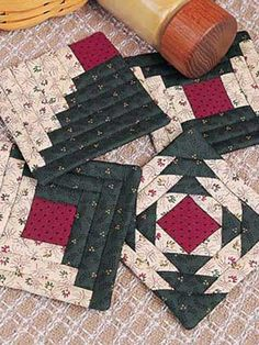 38 Ideas For Patchwork Und Quilten Kissennew Ideas christmas quilting projects patchworkQuilting - Kitchen Patterns - Candle Mat, Coaster, & Mug Rug Patterns Here is an easy to quilt coaster set that will add warmth to your home! Size: 4 x 4 Skill Le Mug Rug Patterns, Quilt Block Patterns, Pattern Blocks, Quilt Blocks, Patchwork Patterns, Quilted Coasters, Quilted Potholders, Quilting Projects, Quilting Designs
