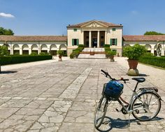 Less than an hour from Venice the Veneto is flat and filled with lovely villas to visit. Perfect for exploring on a bicycle. https://i.redd.it/z556wmk4b63z.jpg