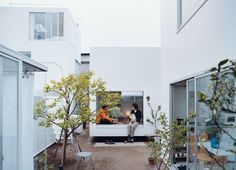 On a double suburban lot in Tokyo, the Office of Ryue Nishizawa built a neighborhood-scaled, flexible-format minimalist steel prefab compound for Yasuo Moriyama—a very private individual with a powerful social bent—and six rental tenants. Every room is its own building—even Moriyama's bath is a freestanding box. Here, tradition and innovation interweave to create a new kind of community.