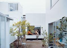building blocks-moriyama house courtyard portrait