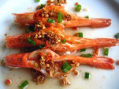 Steamed Shrimp with Garlic Oil. Recipe at http://rasamalaysia.com.