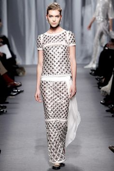 Chanel Spring 2011 Couture Fashion Show - Arizona Muse (Next)