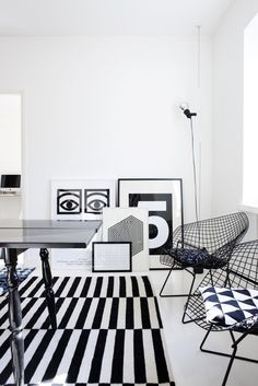 Via Modmuse | Black and White | Olle Eksell | Bertoia Chairs | Ikea Rand Rug | Susanna Vento Home