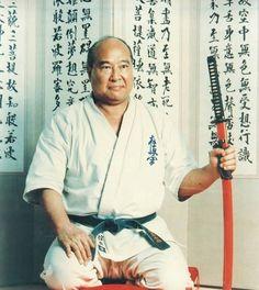 Masutatsu Oyama https://www.youtube.com/watch?v=R95K-tlaZ8g