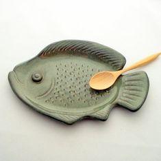 Clay Fish, Ceramic Fish, Ceramic Spoons, Stoneware Clay, Ceramic Art, Slab Pottery, Ceramic Pottery, Beginner Pottery, Clay Plates