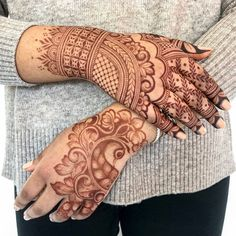 Mehndi henna designs are always searchable by Pakistani women and girls. Women, girls and also kids apply henna on their hands, feet and also on neck to look more gorgeous and traditional. Henna Designs, Back Hand Mehndi Designs, Mehndi Designs For Girls, Stylish Mehndi Designs, Dulhan Mehndi Designs, Mehndi Design Photos, Wedding Mehndi Designs, Mehndi Designs For Fingers, Beautiful Mehndi Design