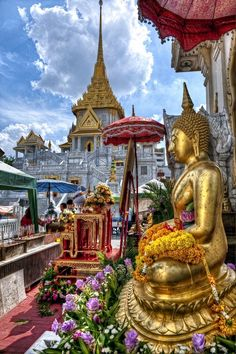 Buddha statue outside of Wat Traimit in #Bangkok, Thailand -- the temple building you see in the background houses the largest gold buddha statue in the world