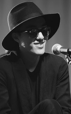 T I became a fan listening to 1 song. Zion T, Best R&b, Album Of The Year, R&b Soul, Hip Hop Artists, Record Producer, Kdrama, Rap, Korean