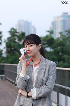 Bae Suzy, Suzy Drama, Cute Selfie Ideas, Starred Up, Kdrama Actors, Muslim Fashion, Korean Actresses, Aesthetic Girl, Girl Crushes