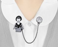 Enamel collar clips // Flapper knitting a scarf by flapperdoodle creative collars blouse Collar Tips, Collar Chain, Creative Shirts, Costume Shirts, Collar Designs, Geek Chic, Bored Panda, Mode Inspiration, Metal Chain