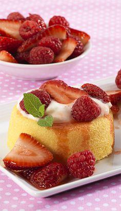 Mixed Berry Cream Cakes