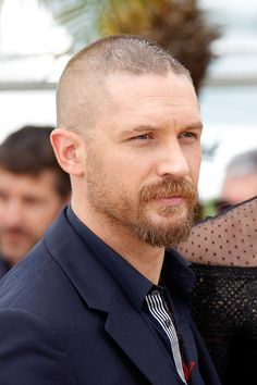 Tom Hardy, Nicholas Hoult, George Miller and Charlize Theron attend a photocall for Mad Max: Fury Road Tom Hardy Beard, Tom Hardy Haircut, Bald With Beard, Bald Men, Beard Styles For Men, Hair And Beard Styles, Goatee Styles, Mens Hairstyles With Beard, Haircuts For Men
