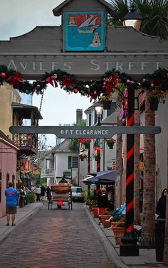 Christmas on Aviles Street, St. Augustine, Florida. December is a great month to visit this lovely city! #staugustineflorida