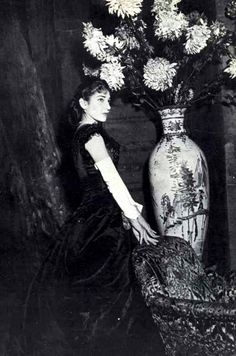 Maria Callas as Violetta in the Traviata, set in the designed by Lila de Nobili and directed by Visconti ( La Scala).