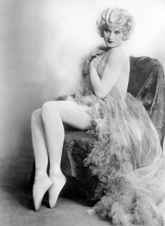 Born as Vander Clyde in Texas in Barbette won acclaim as one of Europe's most famous drag queens and went on to star as a trapeze artist (also in drag). Drag Queens, Rupaul, Round Rock Express, Man Ray, High Society, Princess Of Wales, Crossdressers, Vintage Photos, Pin Up