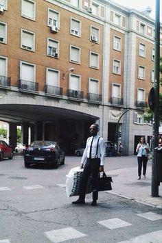 A veces los neodandies aparecen por la calle y no hay que irse tan lejos para tropezarse con ellos. Visto en Argüelles, Madrid, julio 2014