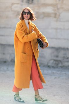 Gorgeous Oversized Menswwear-inspired Coat Worn With Polo Neck And Culottes Candela Novembre Street Style at Paris Fashion Week Spring 2016 Street Style Fashion Week, Paris Fashion Week, Looks Street Style, Street Style Edgy, Looks Style, Fashion Weeks, Street Chic, Look Fashion, Winter Fashion