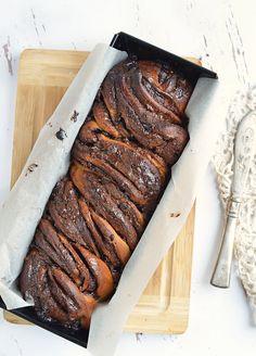 Mogyorókrémes babka – csavart kalács a köbön Sausage, Food Photography, Pork, Meat, Food, Kale Stir Fry, Pigs, Sausages