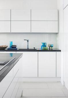 Kivitalon tyylikäs ja moderni valkoinen keittiö, lisää ideoita www.lammi-kivitalot.fi