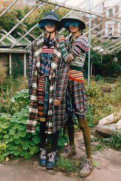 Preen by Thornton Bregazzi Pre-Fall 2019 Fashion Show Collection: See the comple. Tartan Fashion, Quirky Fashion, Knit Fashion, Fashion Fabric, Fashion Week, Fashion Prints, Fashion Design, Spring Fashion, Mode Tartan