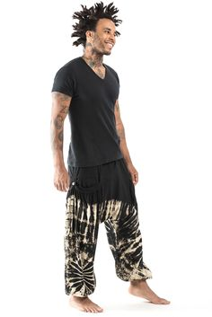 Loose-fit knitted cotton Tie Dye harem pants featuring elastic waist and ankle cuffs. Come with two side pockets. *All pants are handmade tie dyed. The color and pattern may slightly differ from the i