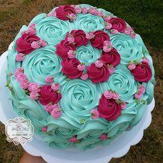 Also a Mom cake. Cake Icing, Buttercream Cake, Cupcake Cakes, Creative Cake Decorating, Cake Decorating Techniques, Pretty Cakes, Beautiful Cakes, Rosette Cake, Fondant