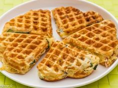 Waffles with zucchini ham tomatoes and mozzarella Ptitchef recipe Pie Co, Zucchini, Clean Eating Chicken, Finger Food Appetizers, Healthy Dishes, Vegetarian Cooking, Cooking Light, Cooking Time, Fall Recipes