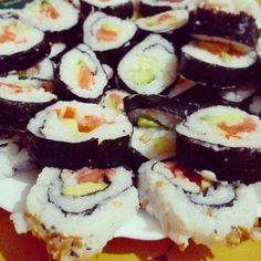 Montaña de #sushi! #reventaera #maki #ilovesushi #placeresdelavida