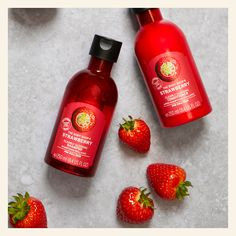 🍓Feed dull hair with our Strawberry Clearly Glossing Shampoo & Conditioner. Enriched with mouth-watering Italian strawberries, the silicone-free, 100% vegan formula adds gloss and shine and helps detangle for soft, sweet-smelling locks all day long. Enriched with Italian strawberries and community trade aloe vera from Mexico for extra shine,100% vegan and Silicone free. Strawberry Shampoo, Strawberry Hair, Strawberry Fields, Hair Shampoo, Shampoo And Conditioner, The Body Shop Logo, Strawberry Cosmetics, Body Shop At Home, Dull Hair