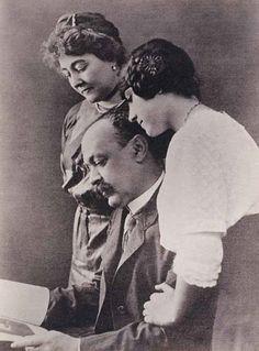 Italo Svevo può a ragione essere inserito tra i maggiori autori europei dell'inizio del Novecento: Joyce, Proust, Kafka, Mann e Luigi Pirandello.