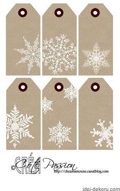 Har allerede printet et ark, men vil lave flere før næste jul! Christmas Gift Wrapping, Christmas Gift Tags, Xmas Cards, Wrapping Gifts, Gift Cards, Gift Tags Printable, Free Printable, Paper Tags, Card Tags