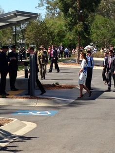 RT @byEmilyAndrews: Kate and William arrive at officers' mess RAAF Amberley, outside Brisbane pic.twitter.com/Dr7YbIklnZ