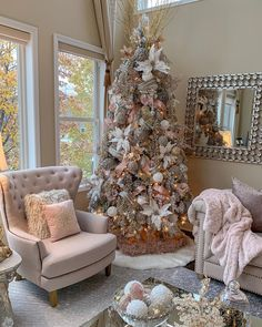 Are you ready for Christmas inspiration? Take a look at our fabulous Christmas tree and Christmas decoration ideas. These fabulous Christmas ideas Christmas Tree Inspiration, Beautiful Christmas Trees, Rose Gold Christmas Decorations, Inspire Me Home Decor, Deco Design, Home And Deco, Xmas Tree, Christmas Home, Pink Christmas Tree