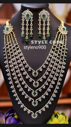 Pearl Necklace Designs, Jewelry Design Earrings, Tika Jewelry, Gold Jewelry, Jewelery, Gold Necklace, Fancy Jewellery, Gold Jewellery Design, Indian Jewelry Sets