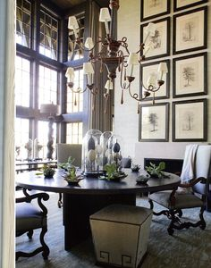 Design Chic - beautiful round dining table - and gorgeous gallery wall Dining Table Design, Round Dining Table, Large Table, Esstisch Design, Living Comedor, Interiores Design, Decoration, Beautiful Homes, House Beautiful
