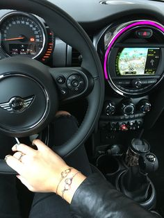 Ideas Cute Cars Accessories Mini Coopers For 2019 Mini Cooper One, Bentley Auto, Mini Cooper Accessories, Cute Car Accessories, Aston Martin Vanquish, Mini Cooper Wallpaper, Mini Coper, Mini Cooper Interior, Car Websites