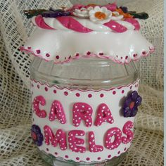 Frasco decorado con porcelana fría Fimo Clay, Clay Flowers, Cold Porcelain, Lunch Box, Crafts, Pasta, San Clemente, Jars, Scrapbooking