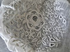 white embroidery Romanian Lace, Textiles, White Embroidery, Couture, Loom, Needlework, Weaving, Quilts, Crochet