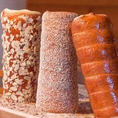 Just some chimney cakes & Drinks Hungarian Desserts, Hungarian Recipes, Hungarian Food, Dessert Drinks, Fun Desserts, Chefs, Kurtos Kalacs, Cake Oven, Chimney Cake