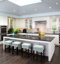 Design a kitchen island with seating that invites folks to seat and share conversation while you're cooking. Great ideas for kitchen island with seating. Modern Kitchen Island, Kitchen Inspirations, Kitchen Remodel, Contemporary Kitchen, Kitchen Dining Room, Kitchen Island With Seating, Kitchen Views, Kitchen Style, Kitchen Living
