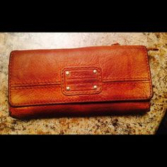 Fossil wallet Fossil wallet 100% leather ! It has been used Fossil Bags Clutches & Wristlets