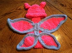 Add+something+special+to+your+photos+with+this+beautiful+crochet+butterfly+hat+and+cape+set  Fits+newborn+to+3+months+