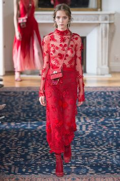 Valentino Spring 2017 Ready-to-Wear collection, runway looks, beauty, models, and reviews.