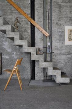 Unique Architecture Atelier Hermann Rosa in Munich, Germany Interior Stairs, Interior And Exterior, Architecture Design, Decoration Gris, Concrete Interiors, Concrete Stairs, Concrete Wood, Concrete Design, Stair Decor