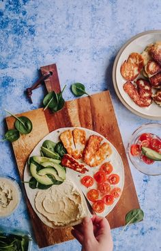Wrap Recipes, Snack Recipes, Healthy Recipes, Healthy Everyday Meals, Salty Foods, Tortilla, Halloumi, Fabulous Foods, Lunches And Dinners