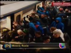 Pasajeros De Un Tren En Rusia Empujan Tren Para Liberar Anciana Atrapada #Video
